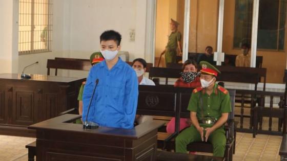 """Lãnh 8 năm tù vì """"yêu"""" trẻ dưới 13 tuổi"""