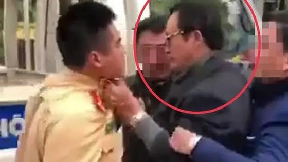 Tước giấy phép lái xe, phạt 35 triệu đồng đối với Chi cục trưởng Chi cục Dân số tỉnh Tuyên Quang