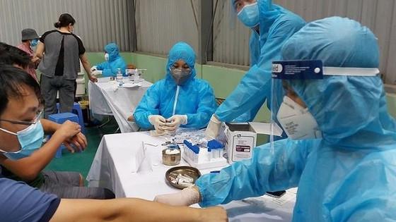 Từ 11/3, 4.000 người thuộc nhóm nguy cơ cao được Hà Nội lấy mẫu xét nghiệm sàng lọc