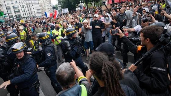 Biểu tình phản đối chính sách chống COVID-19 lan khắp châu Âu