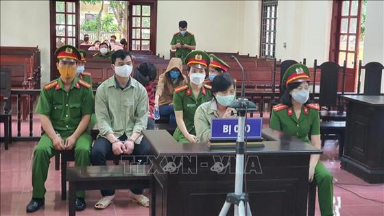 """4 cựu cán bộ Thanh tra Bộ Xây dựng """"vòi tiền"""" doanh nghiệp ở Vĩnh Phúc hầu tòa"""