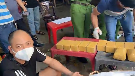 Gần 100kg ma túy được vận chuyển bằng xe 'luồng xanh' hoạt động như thế nào?