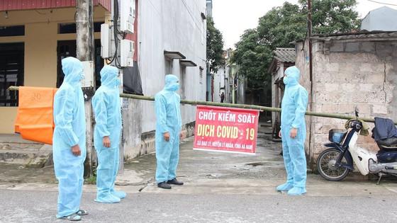 Phát hiện thêm 10 ca dương tính với SARS-CoV-2, Hà Nam phong tỏa nhiều khu vực