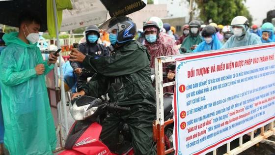 Đà Nẵng: Bỏ quy định xét nghiệm người từ vùng xanh, vùng vàng